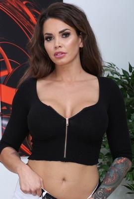 Chloe La Moure