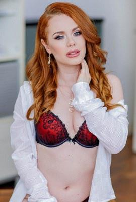 Porn star Ella Hughes Photo