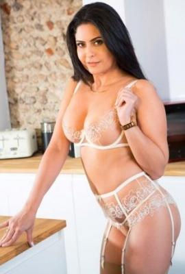 Porn star Mariska Photo