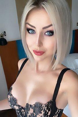 Pornstar Nanoe Vaesen from Belgium