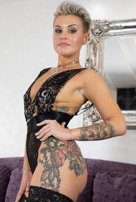Porn star Oxy Summer Photo