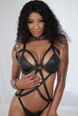 Porn star September Reign Photo