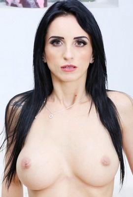 Porn star Vitoria Vonteese Photo