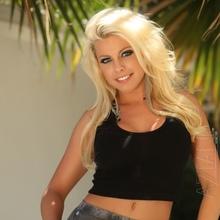 Blonde chick Britney Amber sucks off her man for breakfast  2268376