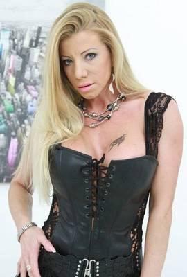 Porn star Lara De Santis Photo