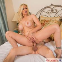 Julia Ann, Naughty America, photo 11