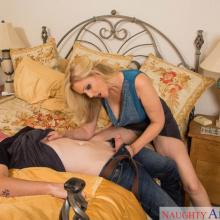 Julia Ann, Naughty America, photo 3
