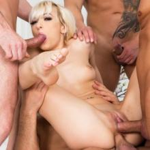 Lola Shine gets some double penetration
