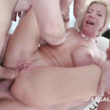 Lara De Santis gets TRIPLE ANAL with helping Monika Wild