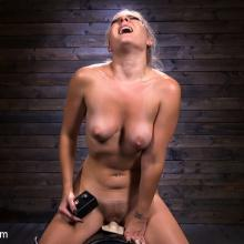 Lisey Sweet's unbelievable Sybian pleasure