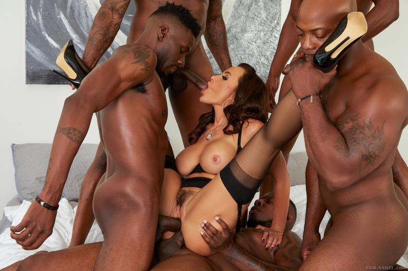 Hot Milf Lisa Ann Is Into Interracial Gangbang Action With Black