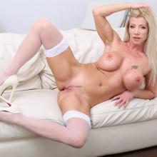 Lara De Santis, Legal Porno, photo 4