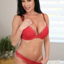 Veronica Avluv, Perv Mom, photo 3