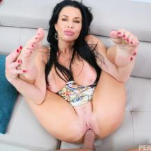 Veronica Avluv, Perv Mom, photo 7